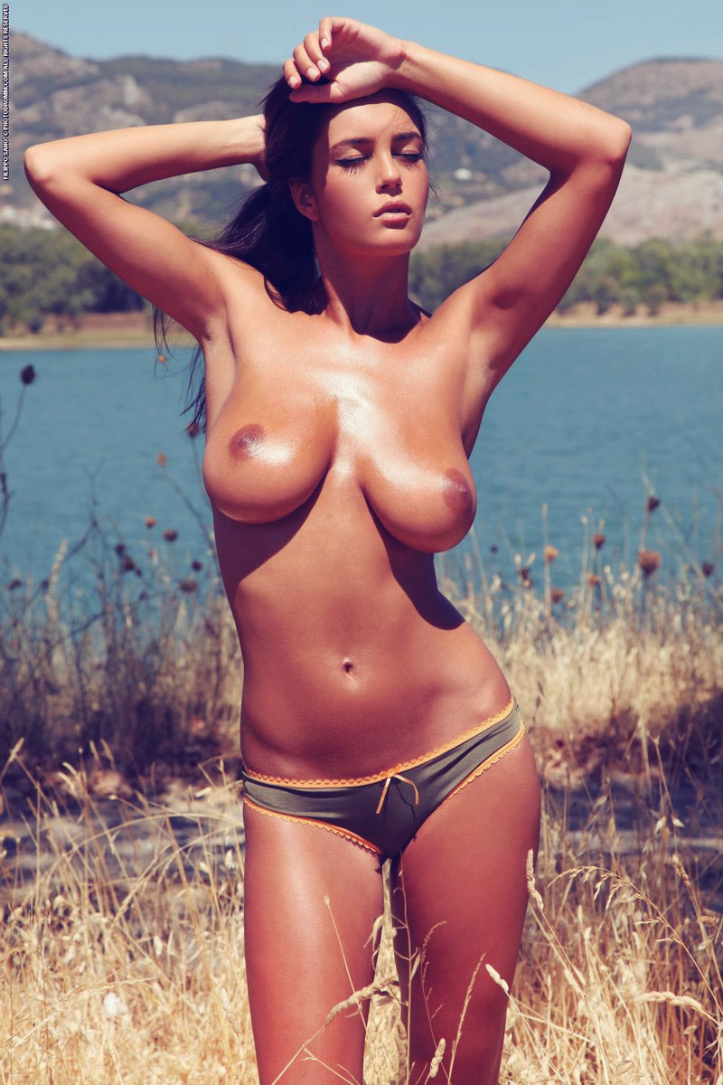 Bronze beauty expose her boobies by lake
