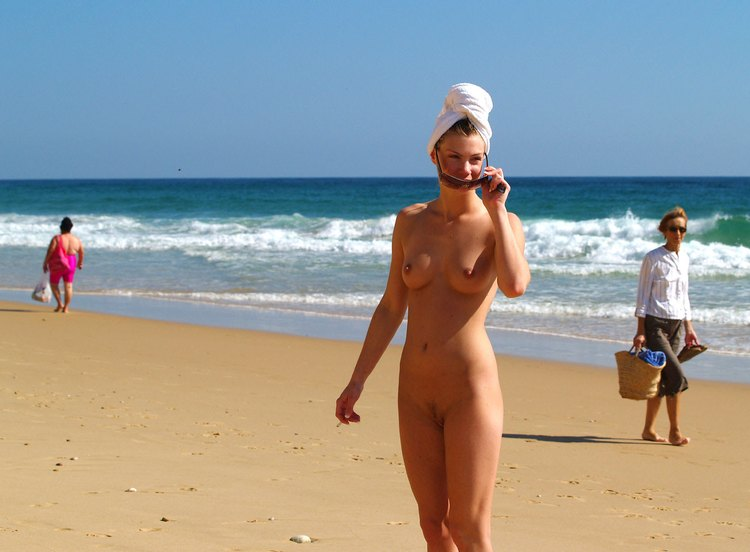 Naked hottie enjoying a casual beach day