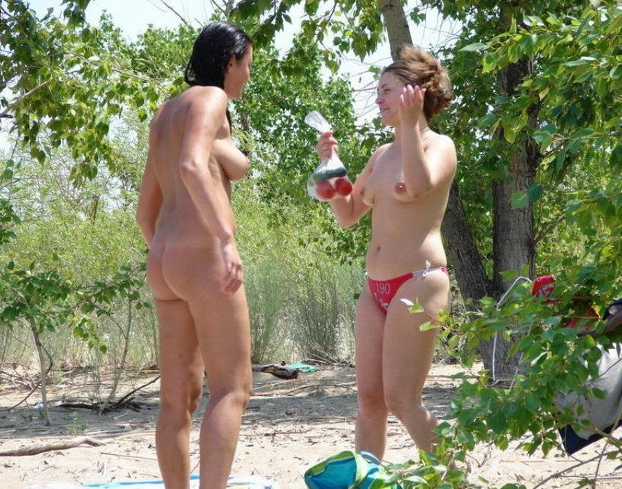 Naked hot babes spied by voyeurs