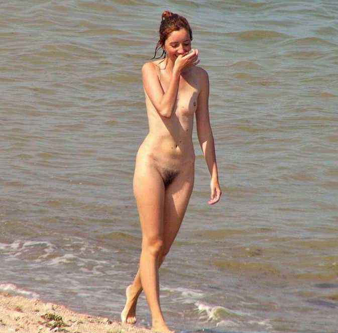 Nude diva caught naked having a walk