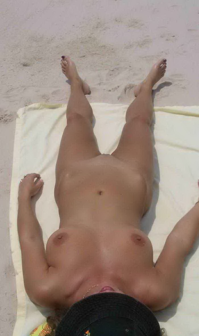 Unsuspecting woman displays perfect pussy and breasts
